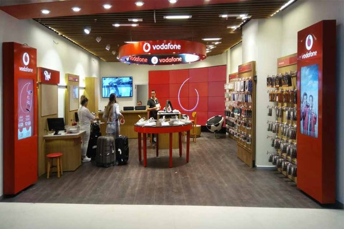 istanbul-airport-vodafone-led-screen-videowall-totem
