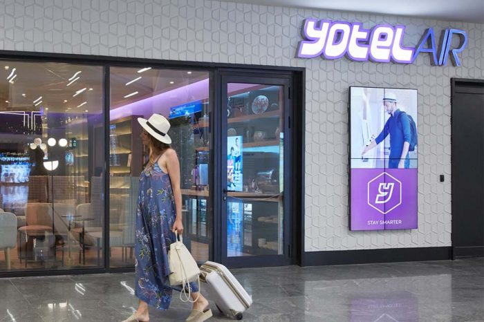 istanbul Airport Yotel 2x2 Videowall